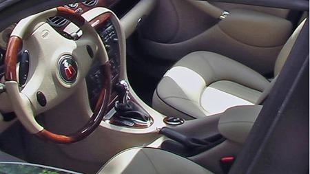 Connoisseur-interiøret var selvsagt standard på den eksklusive V8-modellen, sammen med stort sett alt annet av utstyr som fantes på lager. Faksimile: Finn.no