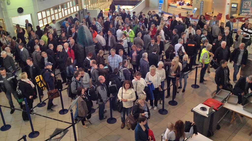 UT PÅ TUR, ALDRI SUR: Utenriksdepartementet ønsker at flest mulig  av nordmenn som planlegger utenlandsreiser registrerer informasjon om  seg selv og turen på siden reiseregistrering.no. (Foto: TV 2)