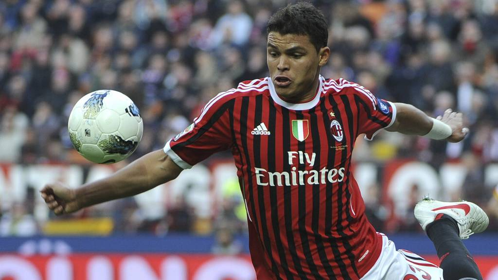 Milan vil ikke gi slipp på Thiago Silva. (Foto: OLIVIER MORIN/Afp)