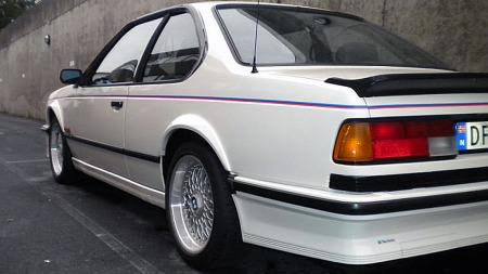 Kanalskjørt og spoilere var hot på 80-tallet, men M635 CSi fikk få forandringer av det lekre standarddesignet. Kun en annen frontspoiler, lakkerte speilhus og M-emblemer skilte denne fra en
