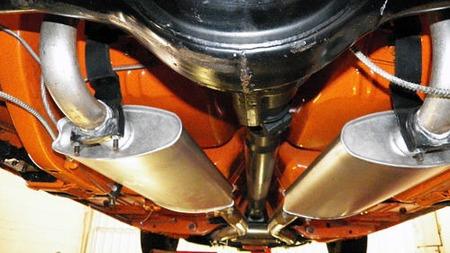 Like strøken både over og under. Bilen skal ha vært restaurert for over 100.000 dollar da Bob kjøpte den på auksjon fra en bank i Dallas for en uke siden. (Foto: eBay.com)