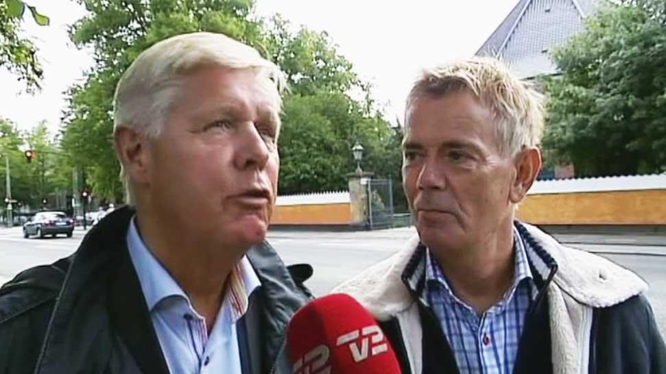 TIL ALTERS:  Steen Andersen og Stig Elling har vært sammen i mange år, men vil nå endelig få mulighet til å gifte seg i den danske kirken. (Foto: Dansk TV 2)