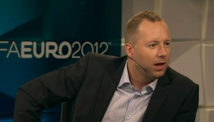 Morten Langli mener Nederland ble snytt for et soleklart straffespark. (Foto: TV 2.)