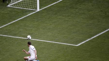 BURDE SCORET: Målet var åpent, men James Milner klarte ikke å sende England i føringen. (Foto: Vadim Ghirda/Ap)