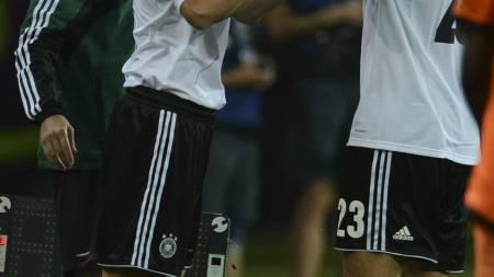 KONKURRENTER: Mario Gómez og Miroslav Klose er Tysklands angrepsvåpen i sommeren EM-sluttspill. (Foto: PATRIK STOLLARZ/Afp)
