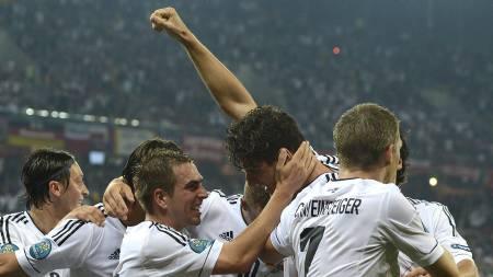 USTOPPELIG: Mario Gómez har ledet Tyskland seks poeng på to kamper med sine tre scoringer. (Foto: PATRIK STOLLARZ/Afp)