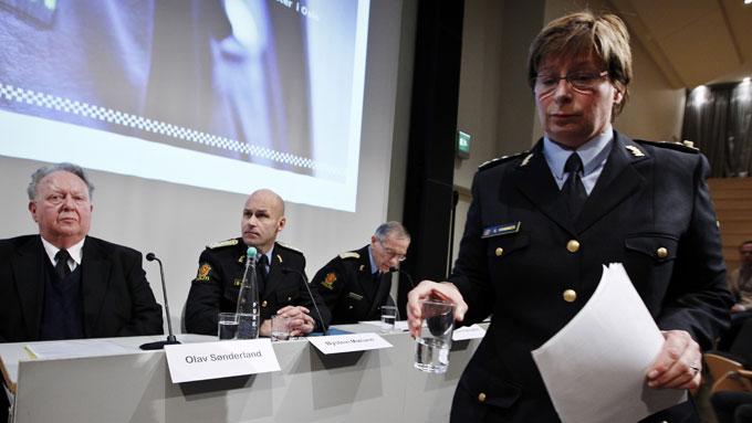 IKKE GODT NOK: Olav Sønderland (t.v.) og resten av Sønderland-utvalgets rapport er ikke nok for regjeringen. (Foto: SCANPIX)