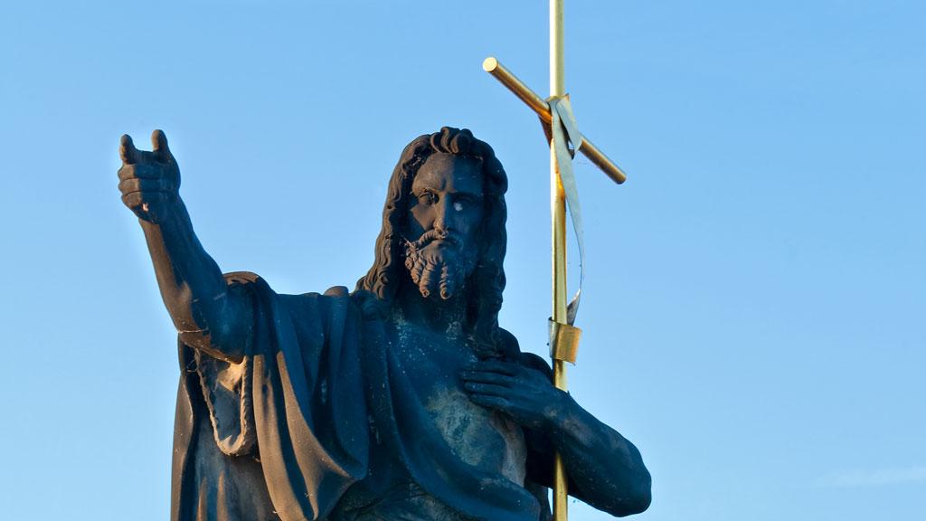 FUNNET: Levninger av Johannes døperen kan være funnet. Her er en statuen av ham som står på Karlsbroen i Praha. (Foto: COLORUBOX.COM)