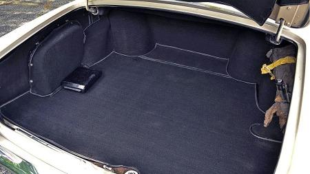 Hvordan ser det ut i bagasjerommet på bilen din, forresten?   Slike bilder kan gi noen og enhver dårlig samvittighet. (Foto: eBay)