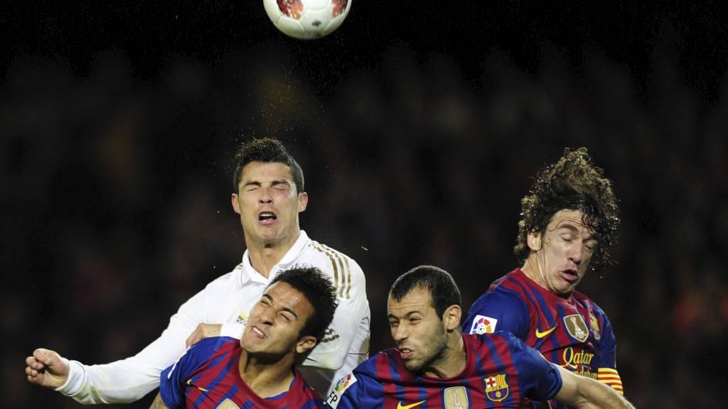 Cristiano Ronaldo, Alexis Sanchez, Carles Puyol, Javier Mascherano (Foto: JAVIER SORIANO/Afp)