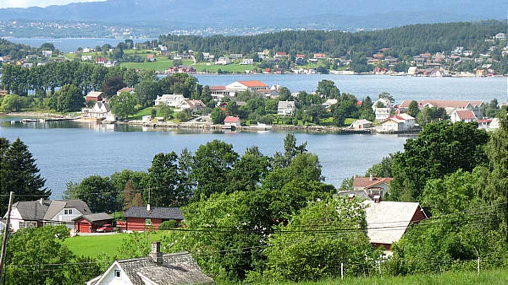 MÅ KUTTE: Kvinneherad kommune må kutte 100 stillinger. Her fra Halsnøy. (Foto: Saxo/Wikimedia commons)
