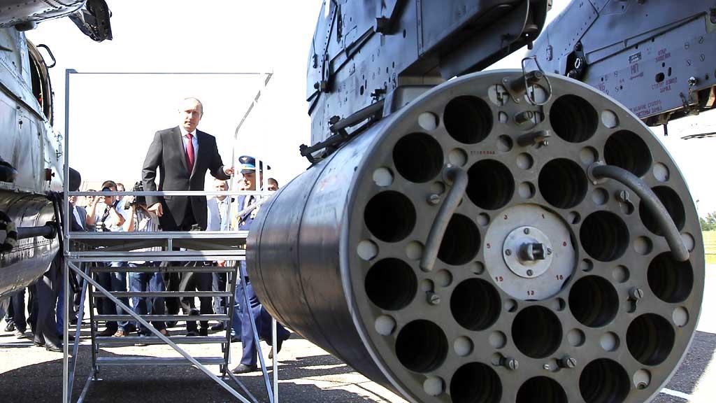 NEKTER: President Putin nekter for at russerene kommer til å lever nye utgaver av helikopterene de tidligere har levert til Syria. Men de har nå solgt forsvarsraketter til Syria.  (Foto: Scanpix)