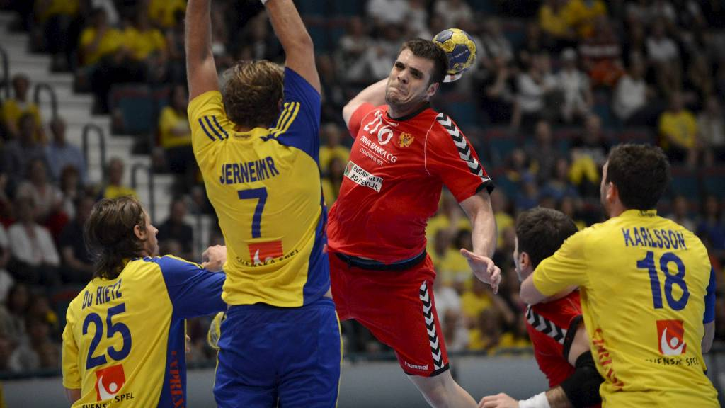 SENKET SVERIGE: Vasko Sevaljevic og Montenegro sørget for at det ikke blir noe VM på Sverige. (Foto: SCANPIX SWEDEN/Reuters)