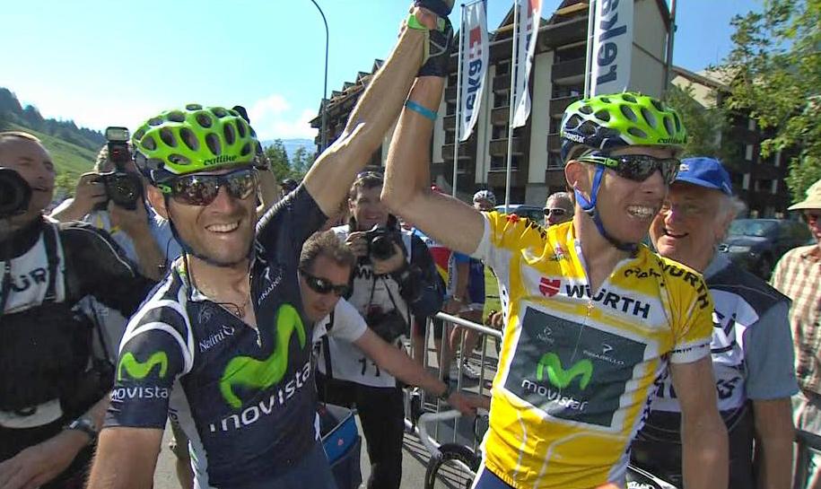 Rui Costa (i gult) jubler for sammenlagtseier i Sveits rundt 2012 med lagkamerat i Movistar, Alejandro Valverde. (Foto: TV 2)