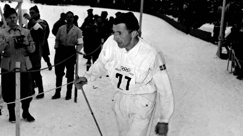Olympiske Vinterleker i Oslo, Langrenn, 50 km, menn. Sveriges Nils Karlsson, kjent som Mora-nisse, i aksjon. Karlsson ble 94 år gammel. (Foto: Scanpix/NTB scanpix)