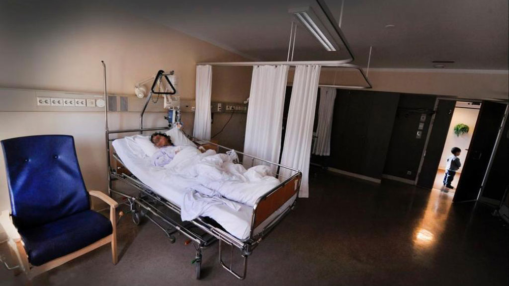 SULTER: Legene er hjelpeløse vitner til at kvinnen blir sykere og sykere.  (Foto: ERIK HOLAND / Agderposten)