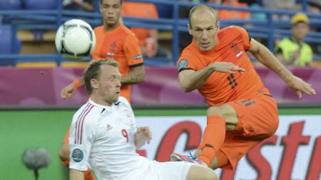 Arjen Robben, Michael Krohn-Dehli (Foto: PATRICK HERTZOG/Afp)