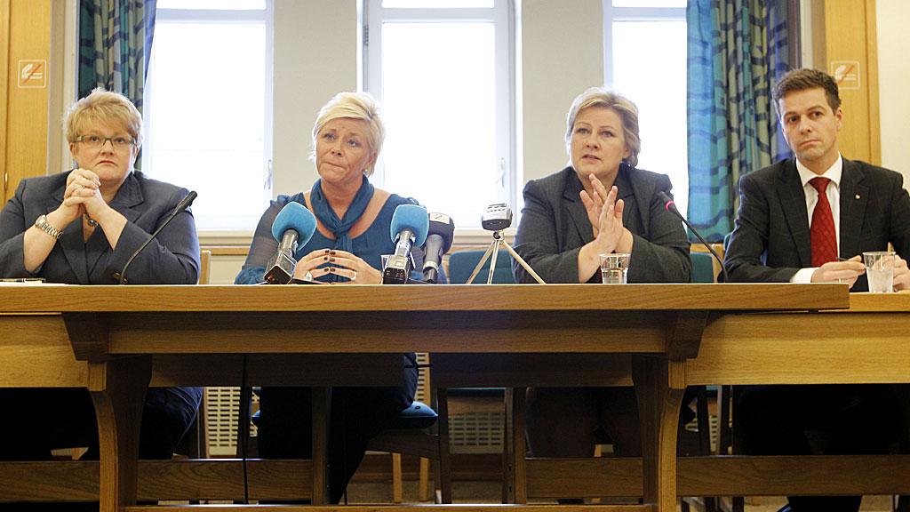 Trine Skei Grande (V), Siv Jensen (Frp), erna SOlberg (H) og Knut Arild Hareide (KrF) (Foto: SCANPIX)