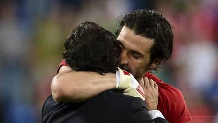 Buffon Prandelli (Foto: GIUSEPPE CACACE/Afp)