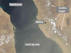 Satellittbildet tatt klokken 2.10 viser tordenbygene. Tre timer etter plasket det ned. (Foto: NASA)