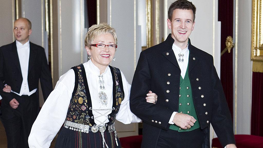 Erling Sande og Liv SIgne Navarsete i bunad (Foto: SCANPIX)