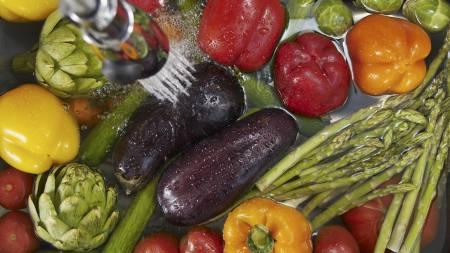 GRØNT OG FARGERIKT: Kostholdsveileder Siri Marte Hollekim anbefaler å spise grønnsaker i alle farger og fasonger. (Foto: Illustrasjonsbilde/ Colourbox/)