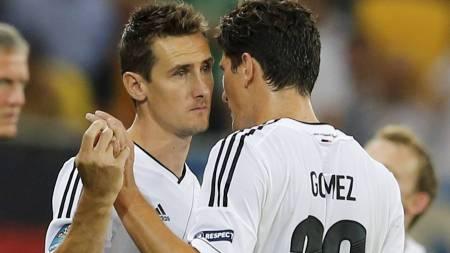 Mario Gomez and Miroslav Klose (Foto: THOMAS BOHLEN/Reuters)