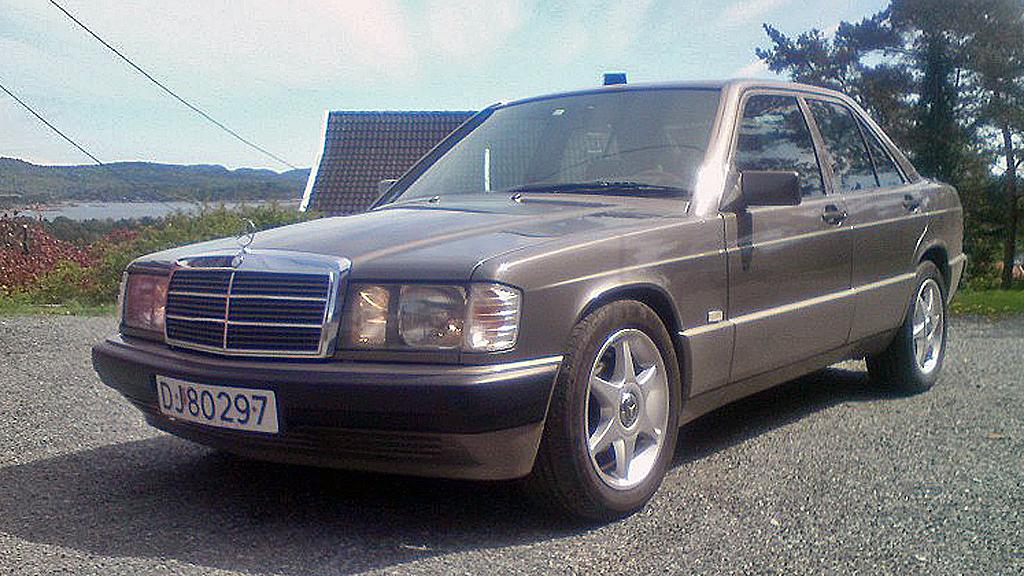 En pen bil, men 9 år gammel modell og på ingen måte moderne lenger da denne var ny i 1991. Men Mercedes 190 både hadde og har fremdeles et  trofast publikum - blant annet i denne bilens eier. (Foto: Privat)