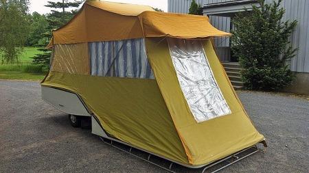 Campingdrømmen anno 1971, i form av en klassisk, dansk Combi-Camp. Denne er til salgs i Sandefjord. Faksimile: Finn.no