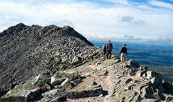 Går du opp til Gaustatoppen fra Stavsro, tar turen fire timer tur-retur. (Foto: Wikipedia Commons)
