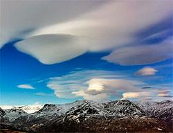 Også fjellene i Hemsedal lager linseskyer. (Foto: Helge Rosbach)