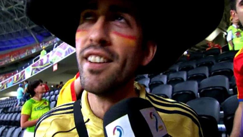 FRUSTRERT: Denne spanske supporteren er ikke fornøyd med landslagets spillestil.