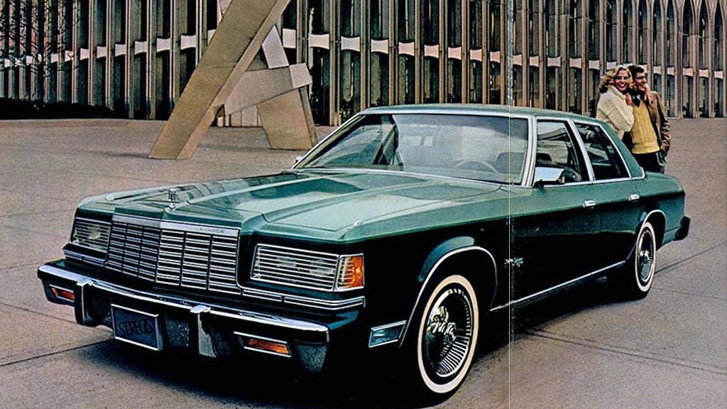 Chrysler Corporation satset friskt med sin nye fullsizer Dodge St. Regis i 1979. Brosjyrebildene var tatt utenfor selveste World Trade Center i New York, og bilen så lekker ut. Men det hjalp ikke å være oppkalt etter en helgen. Foto fra 1979-brosjyren.