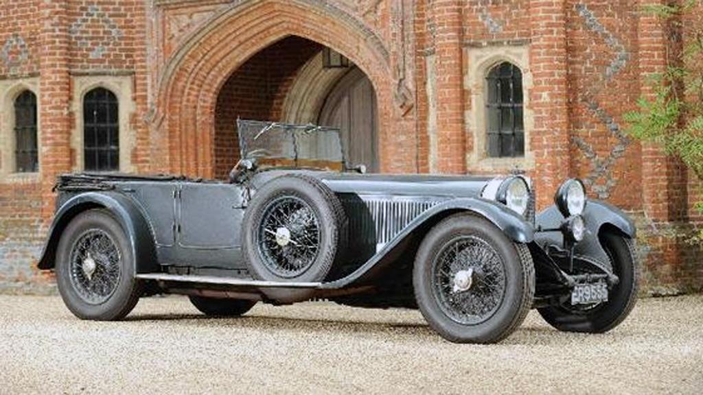 Etter 84 år er denne Mercedesen fra 1928 fremdeles i samme families eie i England, og den har stått urørt i sin opprinnelige garasje siden 50-tallet. Nå skal den selges på auksjon. (Foto: Bonhams)