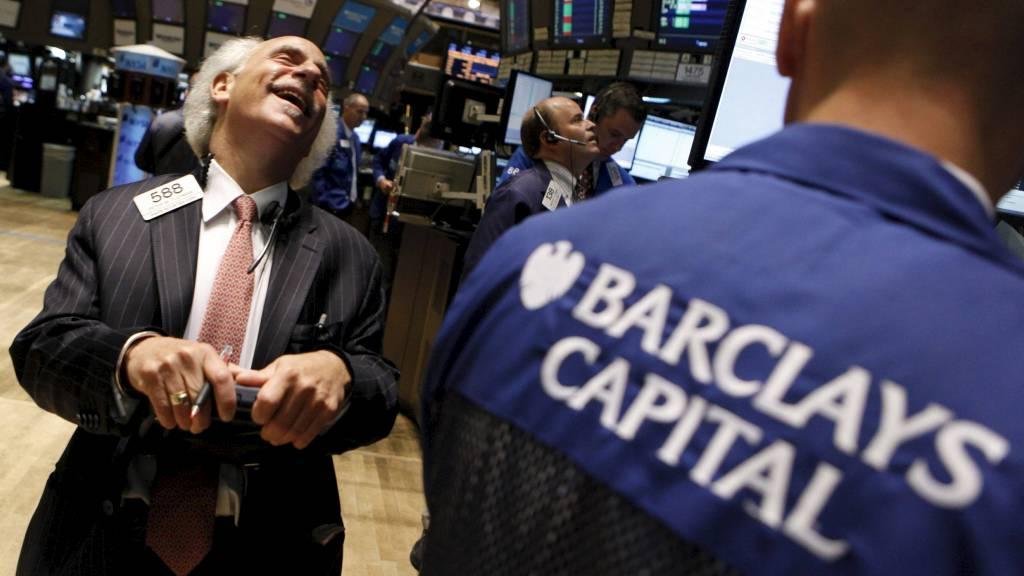 LATTEREN HAR STILNET: Banken Barclays har fått en bot på 2,7 milliarder kroner. Nå etterforskes flere banker. (Foto: BRENDAN MCDERMID/Reuters)