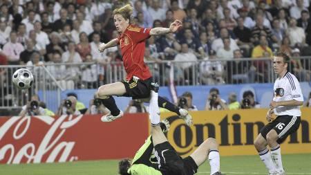 Fernando Torres setter inn 1-0-scoringen i EM-finalen i 2008. (Foto: Martin Meissner/AP)