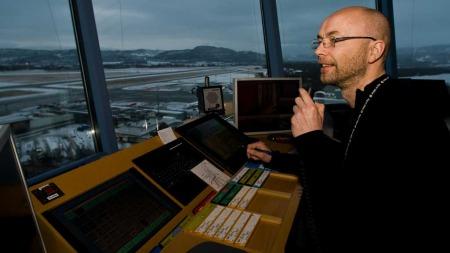 STYRER FLYENE: Uten flygeledere lammes flytrafikken. (Foto:   Gaute Bruvik)