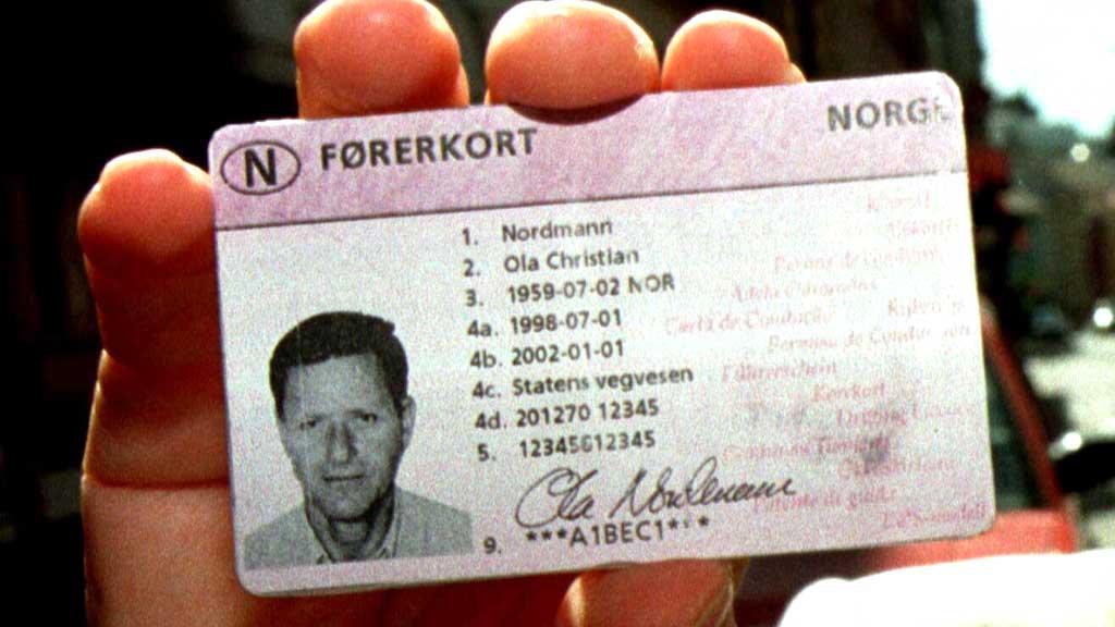 MANGLER: Det ble skrevet ut over 13.500 bøter til folk som kjørte bil uten å ha førerkort i fjor, viser tall P4 har hentet inn.  (Foto: Scanpix)