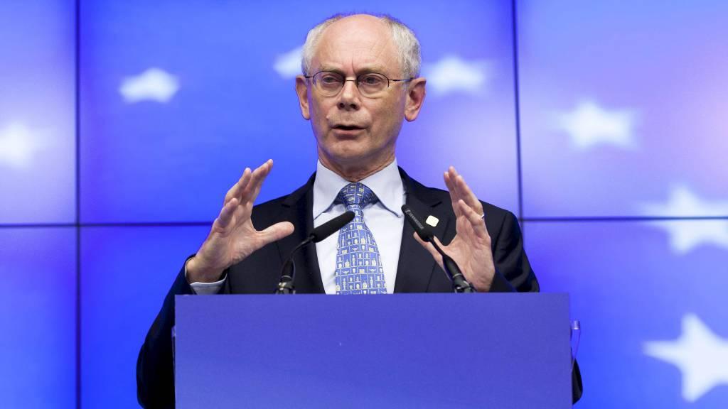 LETTET: Det europeiske råds president Herman Van Rompuy er fornøyd etter toppmøtet. (Foto: Virginia Mayo/Ap)