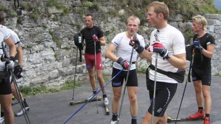 SOMMERTRENING: Sporty-ekspert Frode Estil på rulleski sammen med landslaget i sine aktive dager. (Foto: Privat/)