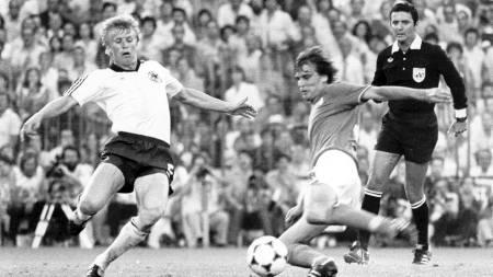 Marco Tardelli setter inn 2-0 for Italia i VM-finalen i 1982. I kveld møtes to av fotballens stormakter igjen. (Foto: AP/Ap)