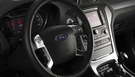 Ford Mondeo i siste generasjon har et elegant interiør.