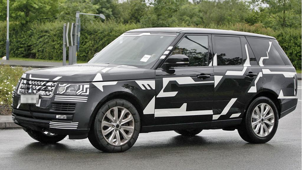 Få biler er så gjenkjennelige etter 42 år og tre generasjoner som Range Rover. Men 2013-modellen vil likevel være banebrytende ny på minst én måte - og det synes ikke! (Foto: Scoopy)