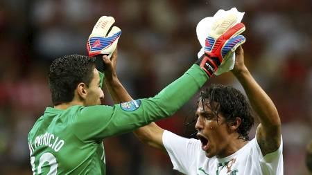 Rui Patricio og Bruno Alves (Foto: KAI PFAFFENBACH/Reuters)