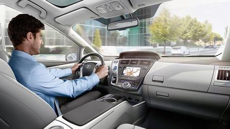 Andelen av hybridbiler er sterkt økende. Og det kommer også stadig flere nye modeller og ulike segmenter. For eksempel Toyota Prius Plus 7 - som gjør at du fint kan ta med deg seks personer på tur i en hybridbil.