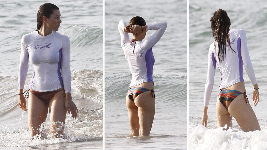 SPORTY: Jessica Biel holder seg i god form gjennom boksing, surfing og Yoga.