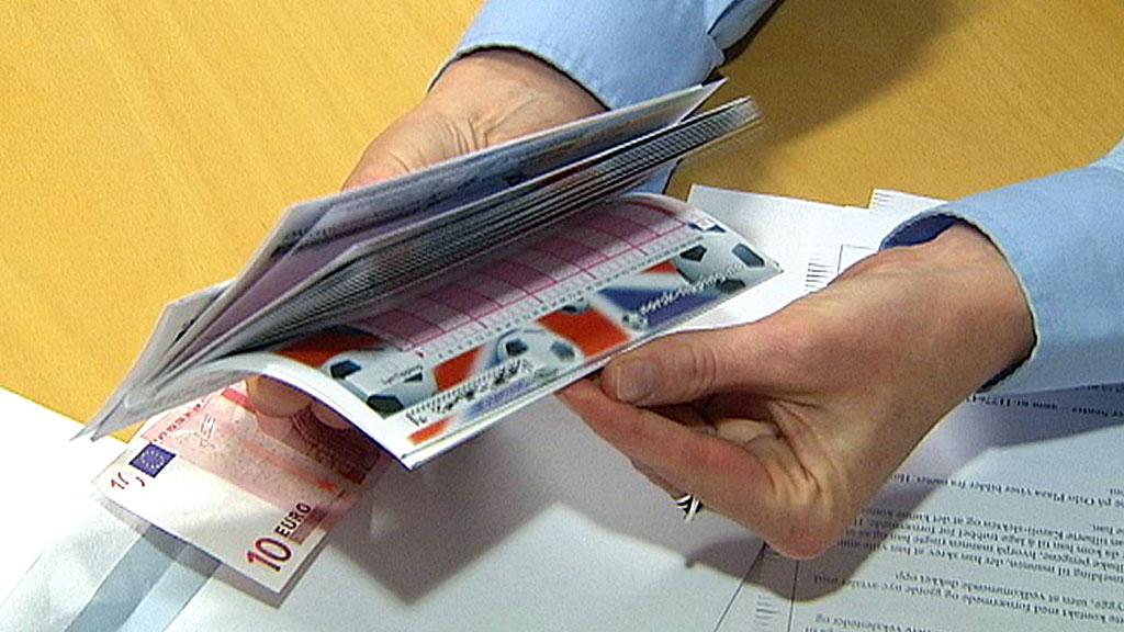 LURER BILKJØPERE: Svindlerne lurer bilkjøpere til å inngå avtale om å veksle norske kroner mot euro.  (Foto: TV 2)