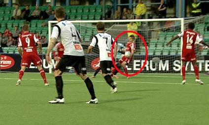 Er det hands på Benjamin Dahl Hagen her? (Foto: TV 2)