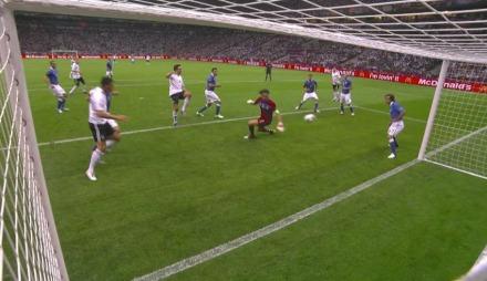 Hummels med stor sjanse mot Tyskland. (Foto: TV 2)