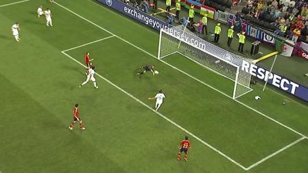 Rui Patricio nekter   Iniesta scoring i første ekstraomgang. (Foto: TV 2)